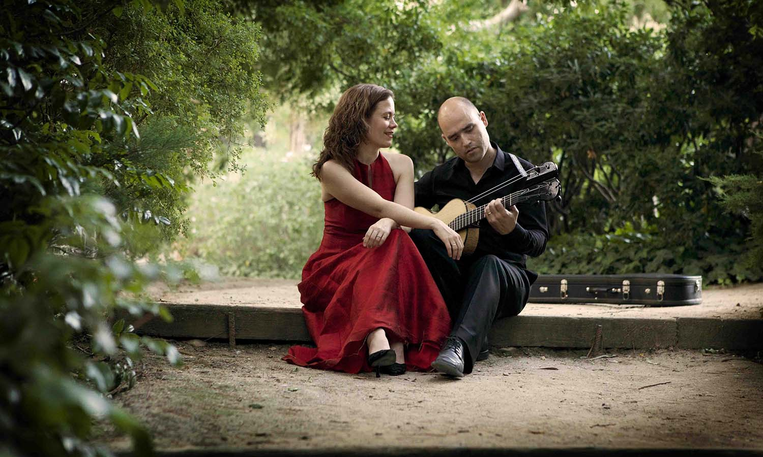 gudrun-and-javi-romantic-guitar-for-web